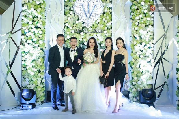 Dàn sao Việt xúng xính hội ngộ tại đám cưới của Khắc Việt và bà xã DJ tại Hà Nội - Ảnh 1.