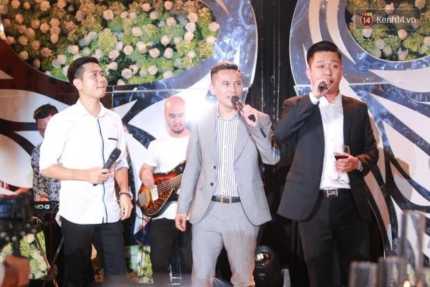 Loạt sao đình đám thi nhau hát hit khủng dành tặng Khắc Việt và bà xã trong tiệc cưới tại Hà Nội - Ảnh 11.