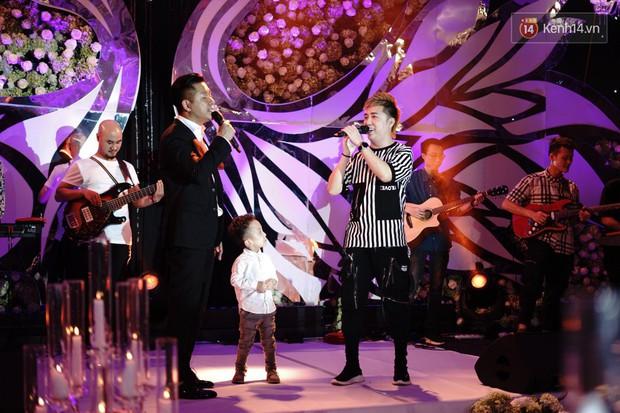 Loạt sao đình đám thi nhau hát hit khủng dành tặng Khắc Việt và bà xã trong tiệc cưới tại Hà Nội - Ảnh 13.