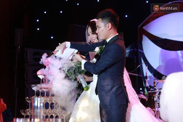 Loạt sao đình đám thi nhau hát hit khủng dành tặng Khắc Việt và bà xã trong tiệc cưới tại Hà Nội - Ảnh 10.