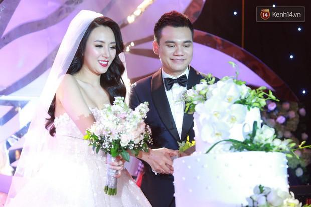 Loạt sao đình đám thi nhau hát hit khủng dành tặng Khắc Việt và bà xã trong tiệc cưới tại Hà Nội - Ảnh 9.