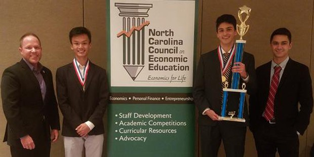 Nam sinh 17 tuổi gốc Việt nhận học bổng toàn phần danh giá tại Mỹ - Ảnh 2.