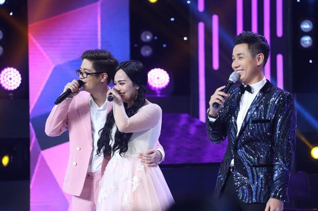 Trời sinh một cặp: Lâm Vinh Hải gây choáng khi diện đầm hồng, tóc dài, đeo nơ trên sân khấu - Ảnh 8.