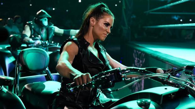 """""""Quái nữ"""" UFC Ronda Rousey  ra mắt thành công ở đấu trường WWE - Ảnh 2."""