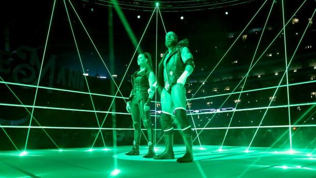 """""""Quái nữ"""" UFC Ronda Rousey  ra mắt thành công ở đấu trường WWE - Ảnh 3."""