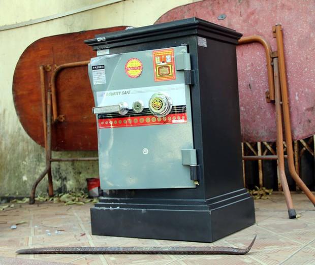 Bắc Giang: Lợi dụng chủ nhà đi viếng đám ma, người đàn ông đột nhập phá két sắt trộm gần 4 cây vàng - Ảnh 2.