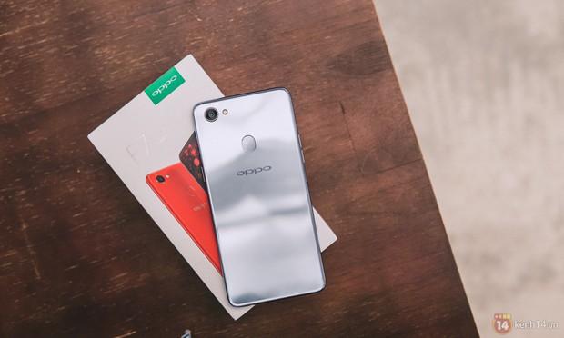 Mở hộp OPPO F7 màu bạc lấp lánh: Selfie bằng AI cực đẹp, màn hình FullView kèm tai thỏ như iPhone X - Ảnh 1.