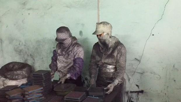 Thuốc trị ung thư làm từ... bột than tre: Bị phạt, vẫn tiếp tục nghiền bột than! - Ảnh 1.
