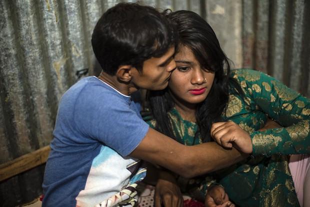 Những mảnh đời buồn tủi ở phố mại dâm 200 tuổi tại Bangladesh: Tảo hôn, tình dục vị thành niên và nhiều niềm hạnh phúc dở dang - Ảnh 6.