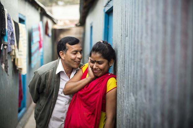 Những mảnh đời buồn tủi ở phố mại dâm 200 tuổi tại Bangladesh: Tảo hôn, tình dục vị thành niên và nhiều niềm hạnh phúc dở dang - Ảnh 7.