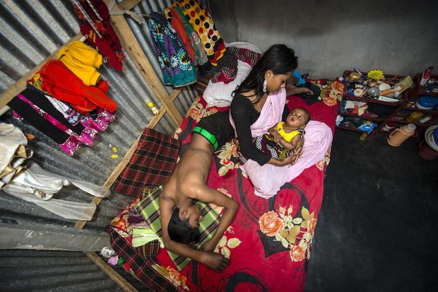 Những mảnh đời buồn tủi ở phố mại dâm 200 tuổi tại Bangladesh: Tảo hôn, tình dục vị thành niên và nhiều niềm hạnh phúc dở dang - Ảnh 8.