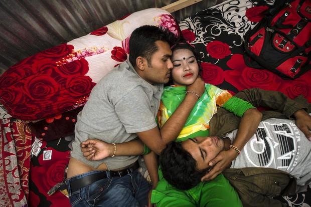 Những mảnh đời buồn tủi ở phố mại dâm 200 tuổi tại Bangladesh: Tảo hôn, tình dục vị thành niên và nhiều niềm hạnh phúc dở dang - Ảnh 13.