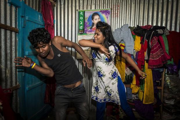 Những mảnh đời buồn tủi ở phố mại dâm 200 tuổi tại Bangladesh: Tảo hôn, tình dục vị thành niên và nhiều niềm hạnh phúc dở dang - Ảnh 14.