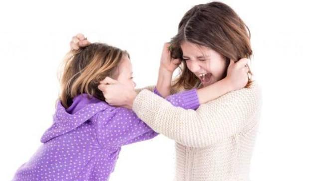 Câu chuyện gây tranh cãi: Cô gái trẻ tâm sự muốn tự tử, coi chị gái như kẻ thù bởi lúc nào cũng bị so sánh, chê bai ngoại hình - Ảnh 2.