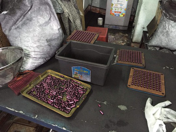 Rùng mình vào nơi sản xuất sản phẩm hỗ trợ điều trị ung thư từ bột than - Ảnh 1.
