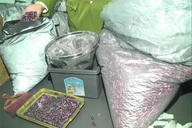 Rùng mình vào nơi sản xuất sản phẩm hỗ trợ điều trị ung thư từ bột than - Ảnh 4.