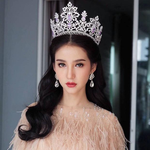 Xao xuyến trước loạt ảnh đẹp tựa thần tiên tỷ tỷ của HH chuyển giới Thái Lan Yoshi trong ngày khám nghĩa vụ - Ảnh 11.