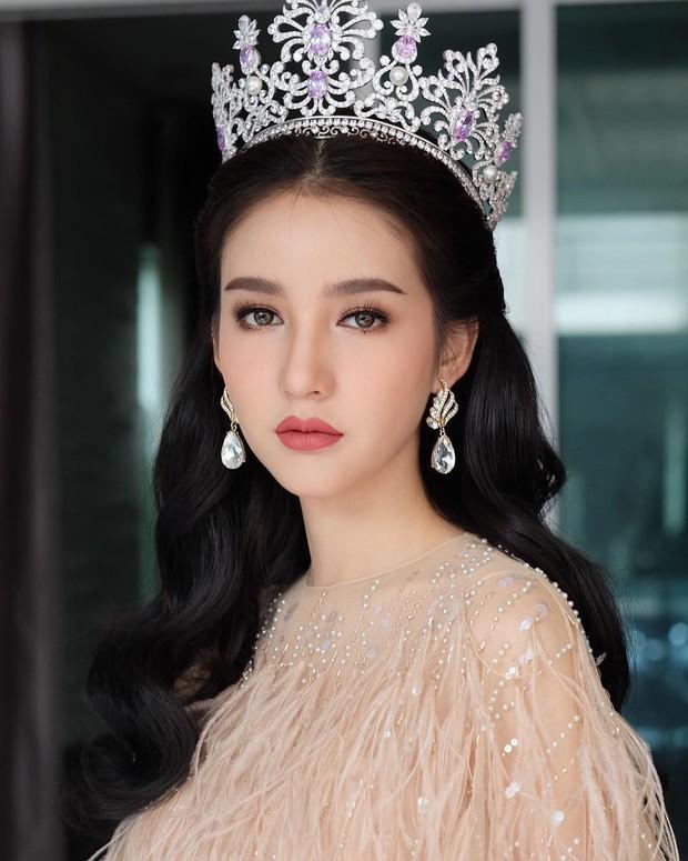 Xao xuyến trước loạt ảnh đẹp tựa thần tiên tỷ tỷ của HH chuyển giới Thái Lan Yoshi trong ngày khám nghĩa vụ - Ảnh 13.