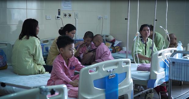 Tiến sĩ - Bác sĩ Phạm Thị Việt Hương: Người mẹ thứ 2 ngày đêm giành lại sự sống cho những chiến binh đầu trọc - Ảnh 5.
