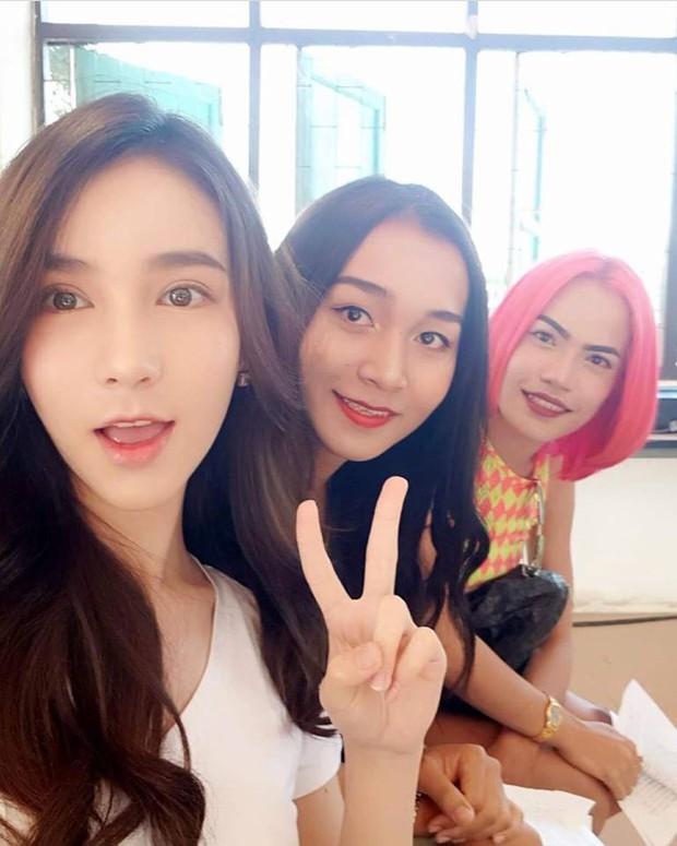 Xao xuyến trước loạt ảnh đẹp tựa thần tiên tỷ tỷ của HH chuyển giới Thái Lan Yoshi trong ngày khám nghĩa vụ - Ảnh 6.