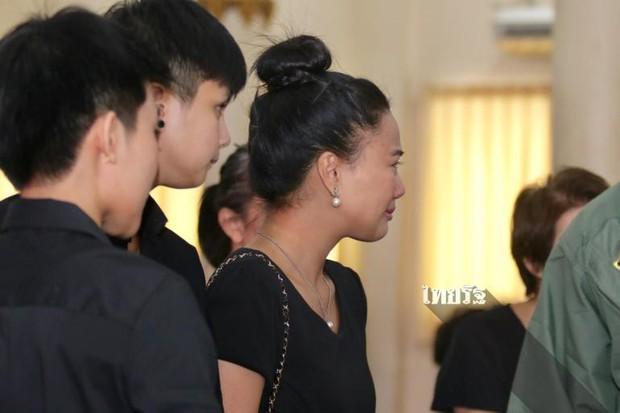 Tang lễ sao nhí một thời Thái Lan: Xót xa trước nụ cười của cô trong di ảnh, khoảnh khắc mẹ khóc nấc tiễn đưa - Ảnh 23.