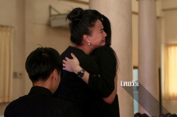 Tang lễ sao nhí một thời Thái Lan: Xót xa trước nụ cười của cô trong di ảnh, khoảnh khắc mẹ khóc nấc tiễn đưa - Ảnh 24.