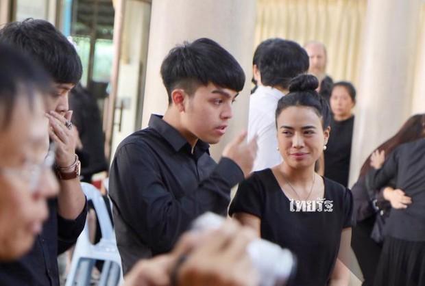 Tang lễ sao nhí một thời Thái Lan: Xót xa trước nụ cười của cô trong di ảnh, khoảnh khắc mẹ khóc nấc tiễn đưa - Ảnh 25.