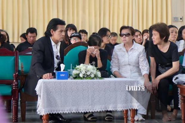 Tang lễ sao nhí một thời Thái Lan: Xót xa trước nụ cười của cô trong di ảnh, khoảnh khắc mẹ khóc nấc tiễn đưa - Ảnh 18.