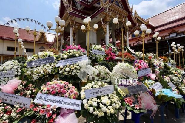 Tang lễ sao nhí một thời Thái Lan: Xót xa trước nụ cười của cô trong di ảnh, khoảnh khắc mẹ khóc nấc tiễn đưa - Ảnh 2.
