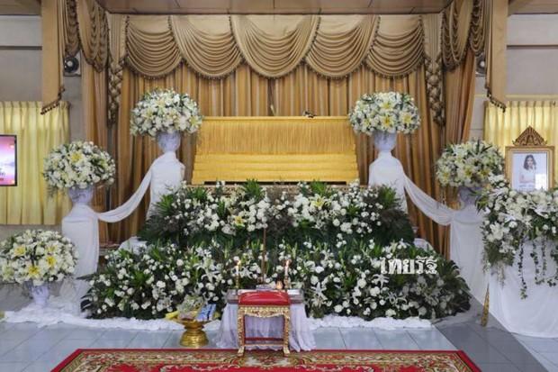 Tang lễ sao nhí một thời Thái Lan: Xót xa trước nụ cười của cô trong di ảnh, khoảnh khắc mẹ khóc nấc tiễn đưa - Ảnh 13.