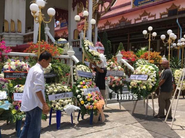 Tang lễ sao nhí một thời Thái Lan: Xót xa trước nụ cười của cô trong di ảnh, khoảnh khắc mẹ khóc nấc tiễn đưa - Ảnh 1.