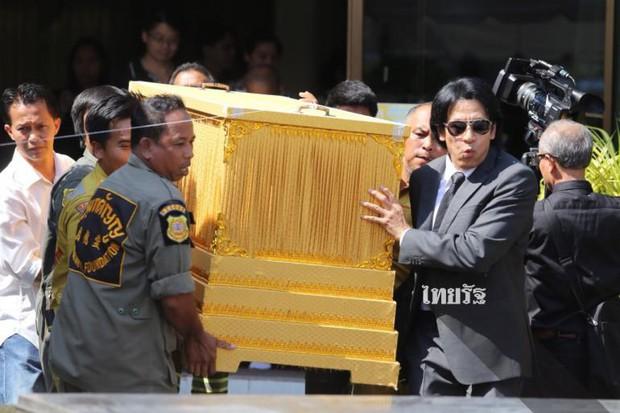Tang lễ sao nhí một thời Thái Lan: Xót xa trước nụ cười của cô trong di ảnh, khoảnh khắc mẹ khóc nấc tiễn đưa - Ảnh 6.