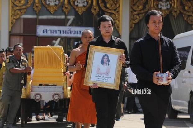 Tang lễ sao nhí một thời Thái Lan: Xót xa trước nụ cười của cô trong di ảnh, khoảnh khắc mẹ khóc nấc tiễn đưa - Ảnh 5.