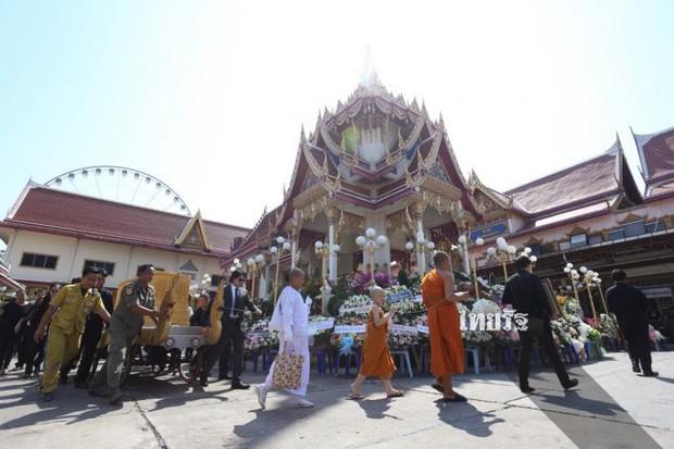 Tang lễ sao nhí một thời Thái Lan: Xót xa trước nụ cười của cô trong di ảnh, khoảnh khắc mẹ khóc nấc tiễn đưa - Ảnh 7.