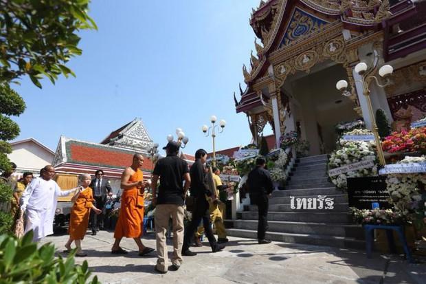 Tang lễ sao nhí một thời Thái Lan: Xót xa trước nụ cười của cô trong di ảnh, khoảnh khắc mẹ khóc nấc tiễn đưa - Ảnh 8.
