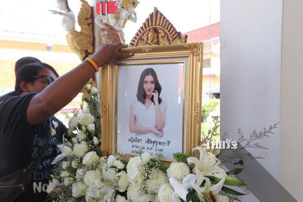 Tang lễ sao nhí một thời Thái Lan: Xót xa trước nụ cười của cô trong di ảnh, khoảnh khắc mẹ khóc nấc tiễn đưa - Ảnh 12.