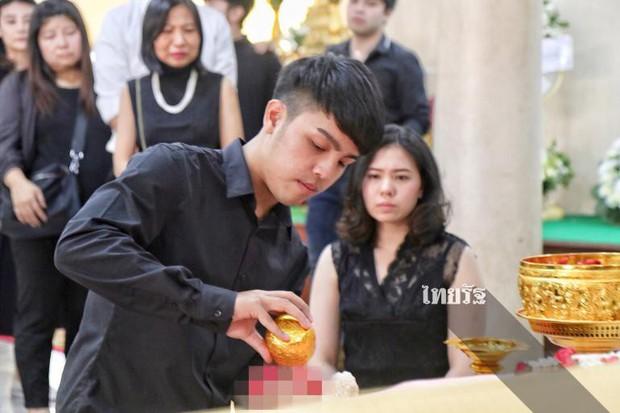 Tang lễ sao nhí một thời Thái Lan: Xót xa trước nụ cười của cô trong di ảnh, khoảnh khắc mẹ khóc nấc tiễn đưa - Ảnh 29.