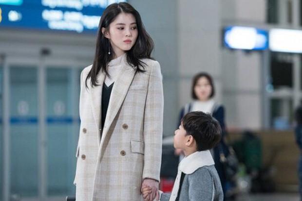 Chỉ đóng vai phụ, tân binh xứ Hàn bỗng gây chú ý vì quá giống Song Hye Kyo - Ảnh 1.