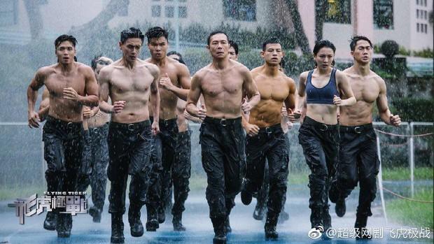 Phi Hổ Cực Chiến: Toát mồ hôi theo dấu đội hình bắn tỉa hội tụ toàn ngôi sao TVB - Ảnh 3.