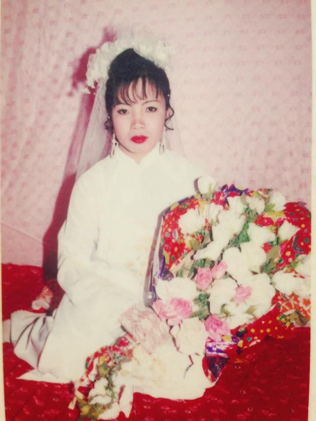 Chùm ảnh: Không cần VSCO Cam hay Photoshop, mẹ chúng mình vẫn xinh đẹp lung linh trong ảnh cưới ngày xưa - Ảnh 3.