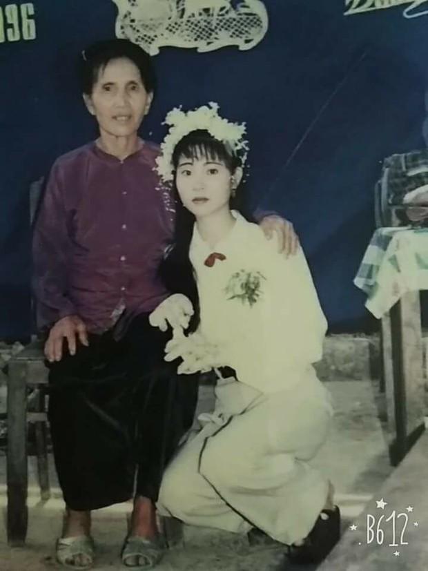 Chùm ảnh: Không cần VSCO Cam hay Photoshop, mẹ chúng mình vẫn xinh đẹp lung linh trong ảnh cưới ngày xưa - Ảnh 4.