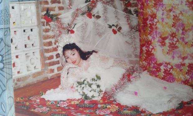 Chùm ảnh: Không cần VSCO Cam hay Photoshop, mẹ chúng mình vẫn xinh đẹp lung linh trong ảnh cưới ngày xưa - Ảnh 6.