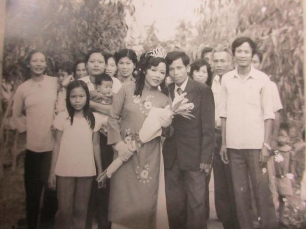 Chùm ảnh: Không cần VSCO Cam hay Photoshop, mẹ chúng mình vẫn xinh đẹp lung linh trong ảnh cưới ngày xưa - Ảnh 7.