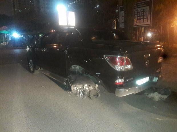 Hà Nội: Nhẫn tâm kéo lê nạn nhân hàng trăm mét trên đường sau va chạm, tài xế xe bán tải bị người dân đuổi đánh trong đêm - Ảnh 4.