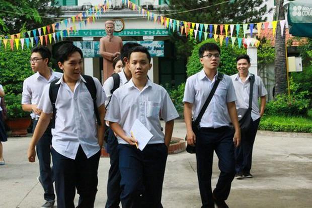 Vụ nam sinh lớp 10 trường Nguyễn Khuyến tự tử: Đừng để con phải mệt mỏi khi cố gắng làm vừa lòng người lớn - Ảnh 3.
