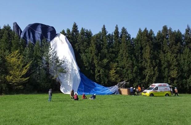 Khinh khí cầu đâm vào đồi ở Jeju, hơn chục người thương vong - Ảnh 1.