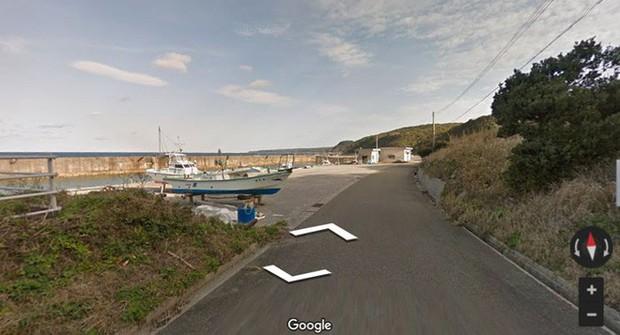 Chú chó tinh nghịch chạy theo xe Google Street View tại Nhật, tấm ảnh nào cũng đòi có mặt khiến cư dân mạng thích thú - Ảnh 1.