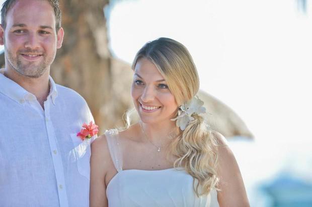 Chị em làm đám cưới đừng lo lắng quá, người phụ nữ này đã rụng sạch tóc vì căng thẳng chuẩn bị cho ngày trọng đại - Ảnh 3.