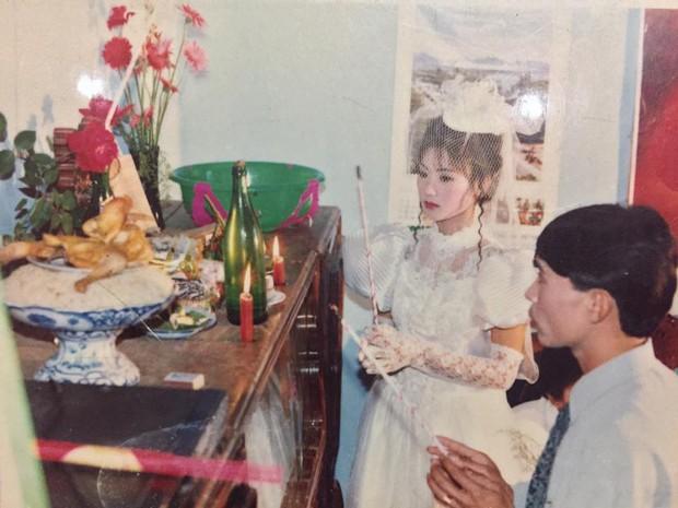Chùm ảnh: Không cần VSCO Cam hay Photoshop, mẹ chúng mình vẫn xinh đẹp lung linh trong ảnh cưới ngày xưa - Ảnh 8.