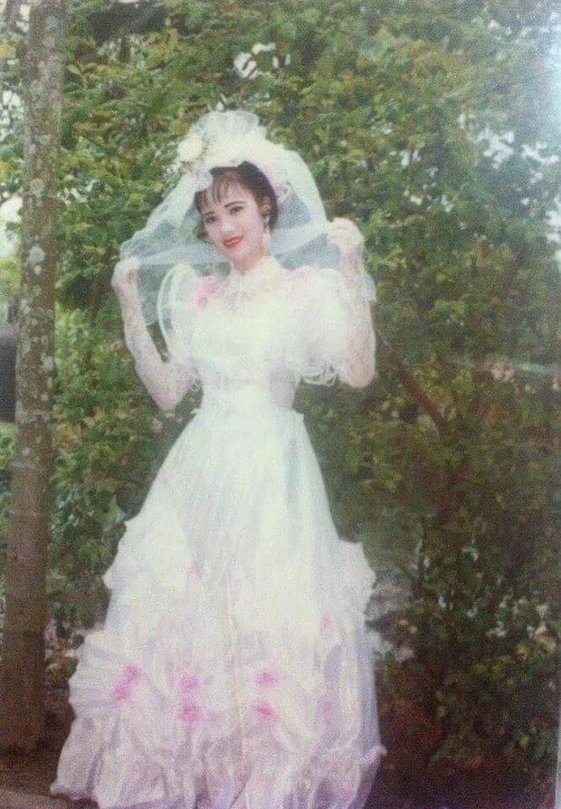 Chùm ảnh: Không cần VSCO Cam hay Photoshop, mẹ chúng mình vẫn xinh đẹp lung linh trong ảnh cưới ngày xưa - Ảnh 9.